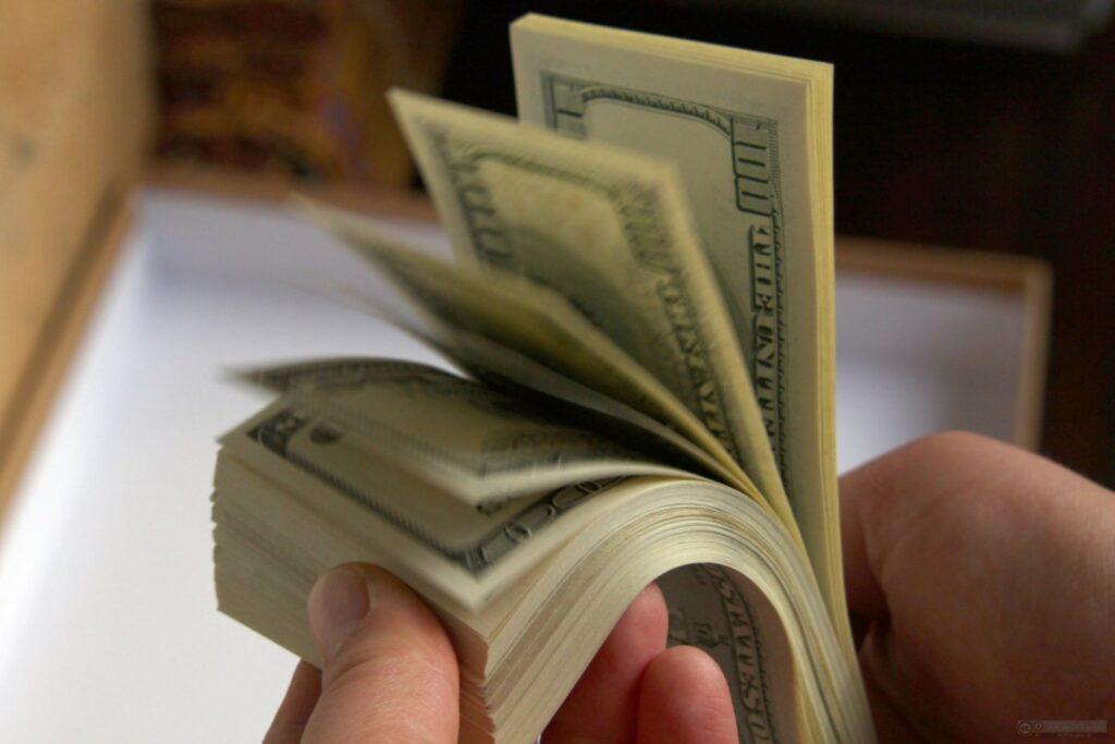 5 Formas tontas de desperdiciar tu dinero sin darte cuenta
